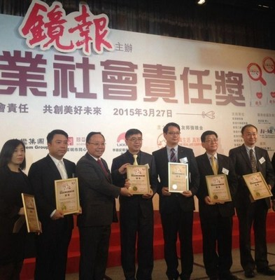 "Vice President, Mr. Li Zhi (far right) accepting the ""Outstanding Corporate Social Responsibility"" award at Mirror Post's Award Ceremony"