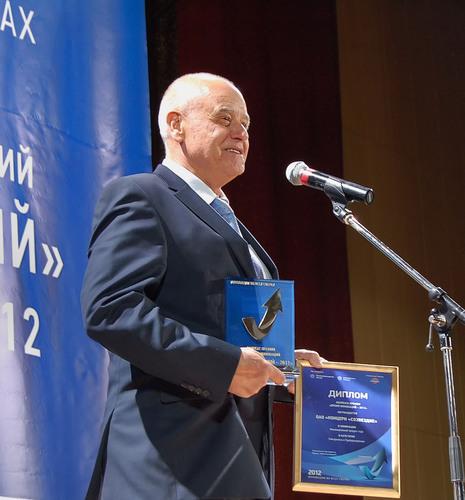 JSC KBOR CEO Vladimir V. Simakov receiving the award.  (PRNewsFoto/Novelda AS)