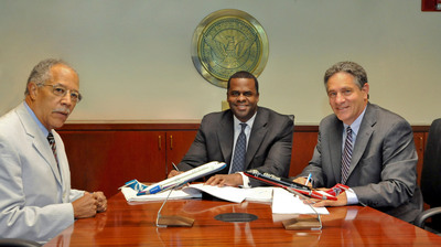 (Pictured from left to right) City Councilman and Transportation Committee Chairman C.T. Martin, Mayor Kasim Reed and AirTran Airways Chairman, President and Chief Executive Officer Bob Fornaro finalize the airline's seven-year lease for Hartsfield-Jackson Atlanta International Airport.  (PRNewsFoto/AirTran Airways, Chris Rank)
