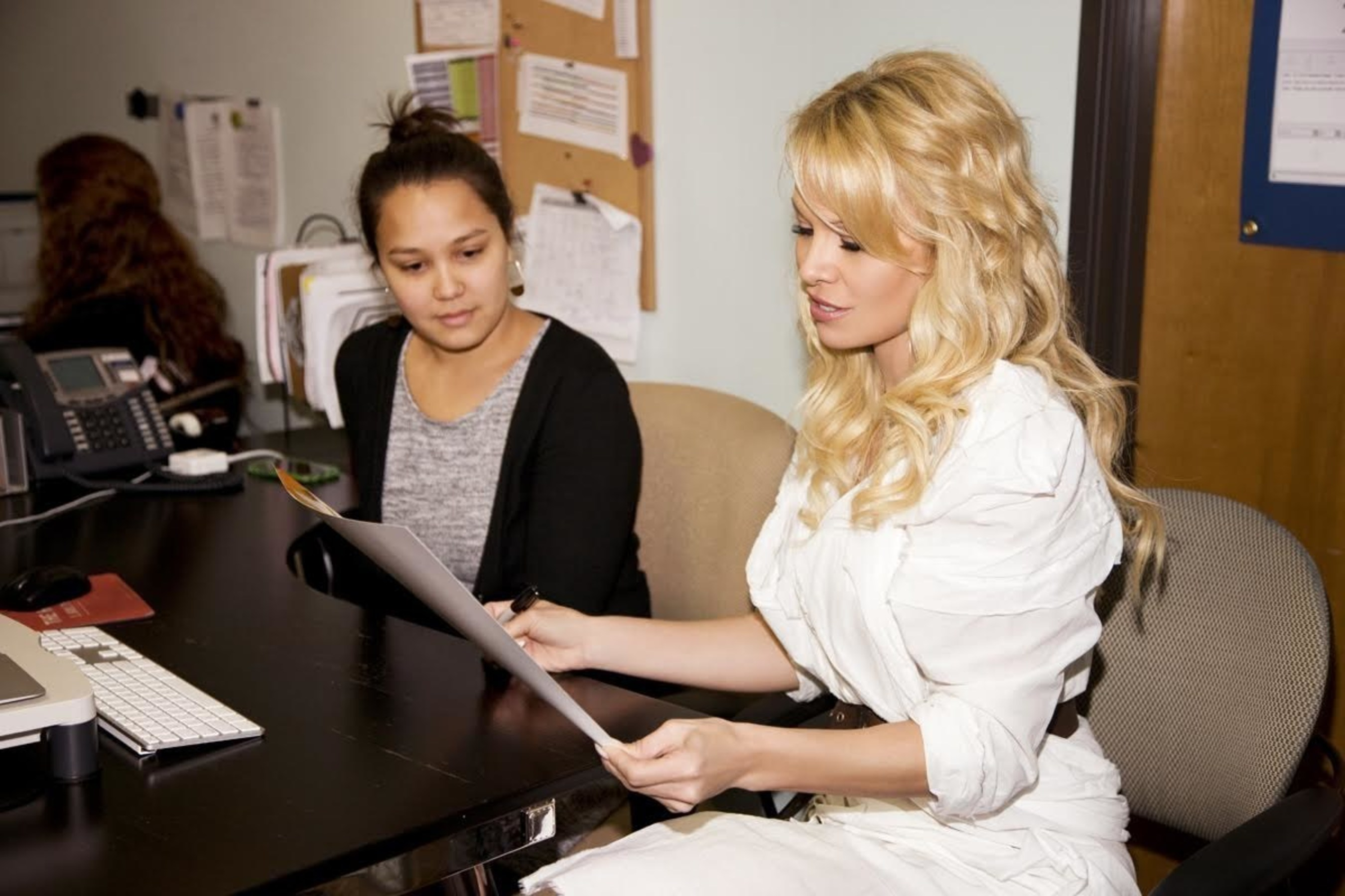 Pamela Anderson Donates $50,000 to The National Domestic Violence Hotline