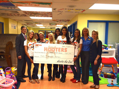 Hooters of South Florida Makes a $10,000 donation to the Joe DiMaagio Children's Hospital. From Left to Right: Kevin Janser, Jenn Burkell, Ashley Tice, Karen Renzer, Kendall Lanese, Kathy Diehl, Marissa Raisor, Alyssa Wickman, Krisit Quarles and Lauren Haywood. (PRNewsFoto/Hooters of South Florida) (PRNewsFoto/HOOTERS OF SOUTH FLORIDA)