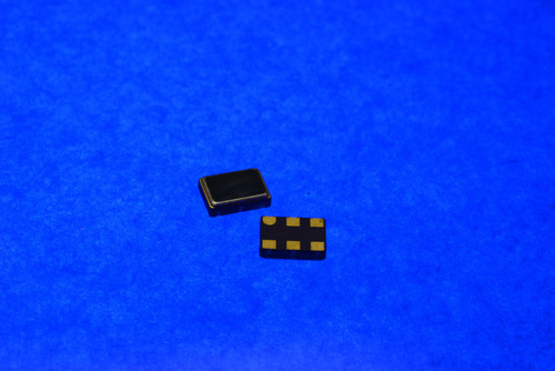 Cardinal Components CJ series of high performance factory configurable oscillators, low jitter and low power, green RoHS compliant oscillators and dual output oscillators offered in ceramic and low cost plastic packages.  (PRNewsFoto/Cardinal Components, Inc.)