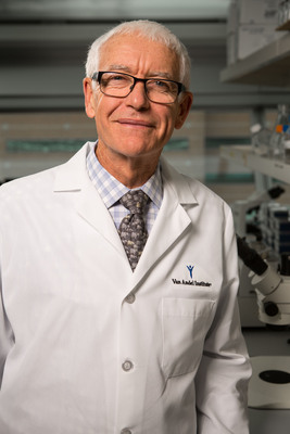 Van Andel Institute establishes global epigenetics research hub, becoming a strong house for hot topic in cancer research. Dr. Peter A. Jones, world-renowned molecular biologist and new Van Andel Institute Director of Research and Chief Scientific Officer, leading translational research in epigenetics.  (PRNewsFoto/Van Andel Institute)