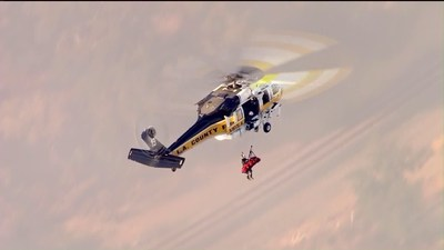 In a dramatic rescue, the County of Los Angeles Fire Department Aviation Unit hoists the driver from the crash site in a Sikorsky S-70A FIREHAWK. [Photo credit: KTLA News]