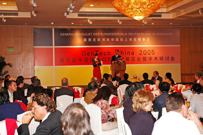 VIPs from German Consulate General in Shanghai at DenTech 2005.  (PRNewsFoto/UBM ShowStar)