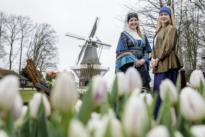 Keukenhof 2016, with theme the Golden Age, opened its doors today in the presence of Countess Jacqueline of Bavaria and the Girl with a Pearl Earring. (PRNewsFoto/Keukenhof)