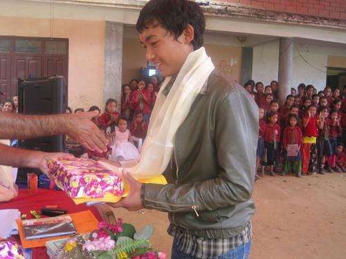 Graduate receiving diploma and special prize.  (PRNewsFoto/The Prem Rawat Foundation)