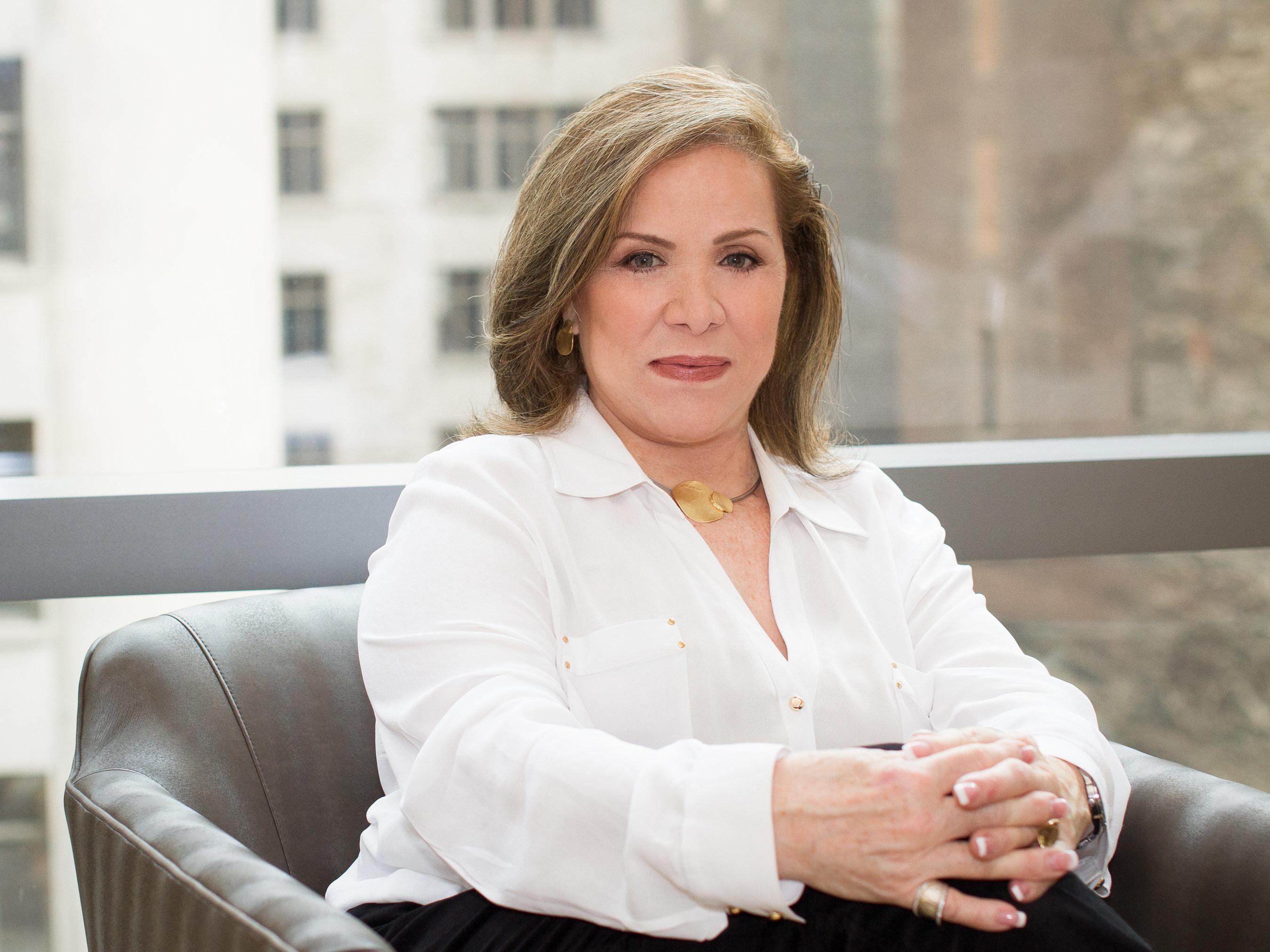 """Dra. Isabel """"El Angel de la Radio"""""""