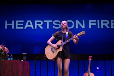 Grammy Nominee Jewel performs as a surprise musical guest at the closing ceremony of Hearts On Fire's 2013 Hearts On Fire University (HOFU) in Las Vegas, a motivational and educational event for its global retail channel.  (PRNewsFoto/Hearts On Fire)