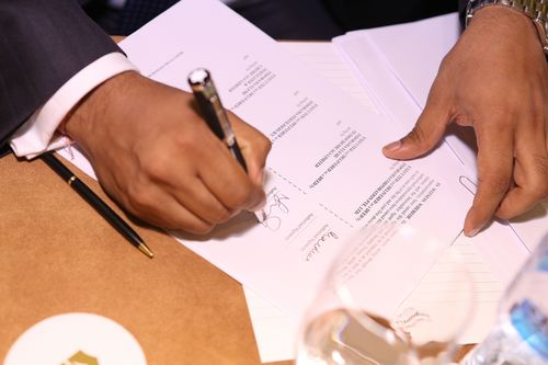 The signing of Indorama's loan agreement in Dubai earlier today for its 1.2 billion dollar investment in a new urea fertilizer plant in Nigeria. (PRNewsFoto/Indorama Eleme)