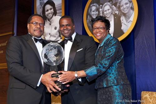 Atlanta Mayor Kasim Reed receives the Louis E. Martin Great American Award from Ralph B. Everett, President and CEO of the Joint Center for Political and Economic Studies, and Cynthia G. Marshall, Chairman of the organization's Board of Governors, at a gala on Tuesday, May 1, 2012.  (PRNewsFoto/Joint Center for Political and Economic Studies)