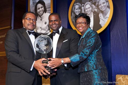Atlanta Mayor Kasim Reed receives the Louis E. Martin Great American Award from Ralph B. Everett, President and  ...
