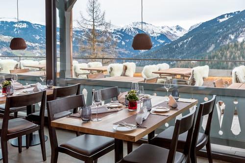 Il Ristorante Panorama al The Alpina Mountain Resort & Spa, Tschiertschen, Svizzera / Testo complementare con ...