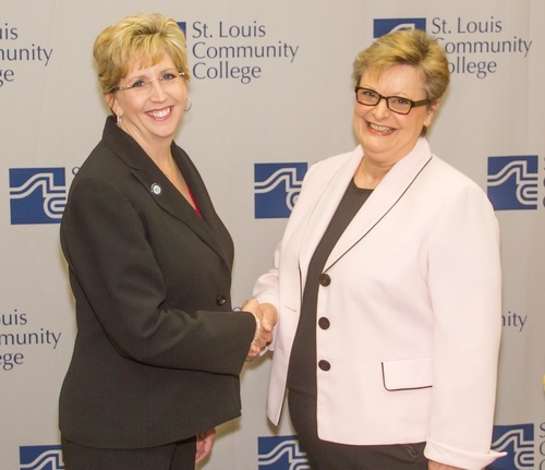WGU Missouri Chancellor Angie Besendorfer and STLCC Vice Chancellor for Academic Affairs Donna Dare shake on new articulation agreement. (PRNewsFoto/Western Governors University)