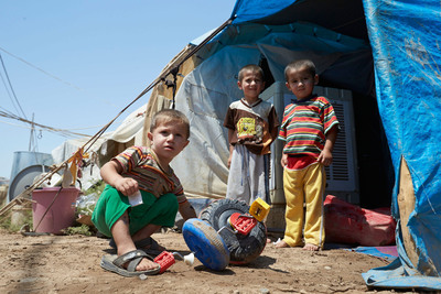 Syrian refugee children in Iraq. Most of the refugees did not manage to bring any belongings with them when they fled Syria. Some children managed to save their favorite teddy bear or doll, and others have received new toys after moving to refugee camps. Photo by Rob Holden for Save the Children.  (PRNewsFoto/Save the Children)
