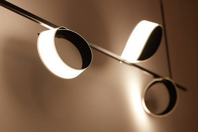 Metal bar solution with 406x50mm flexible OLED light