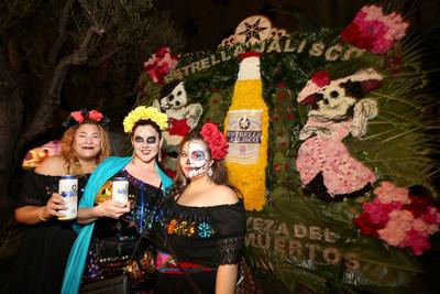 Estrella Jalisco celebro el Dia de los Muertos en el Cementerio Hollywood Forever el sabado 29 de octubre de 2016, en Los Ángeles. (Casey Rodgers/AP Images para Estrella Jalisco)