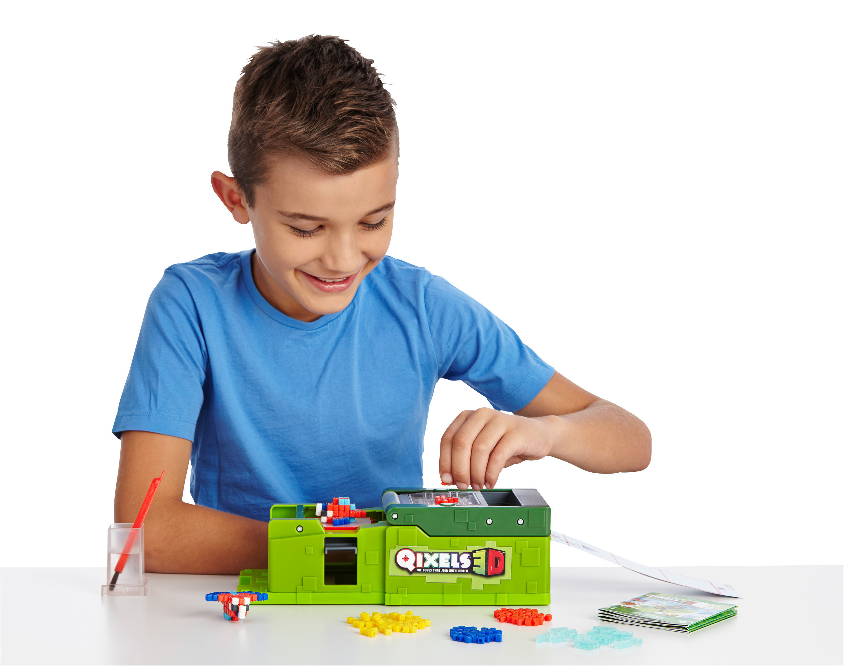 Moose Toys expands the popular Qixels line with the launch of the new Qixels 3D Maker, a unique tool that lets kids create three-dimensional, pixelated designs of their favorite animals, space ships, bugs, monsters and more.