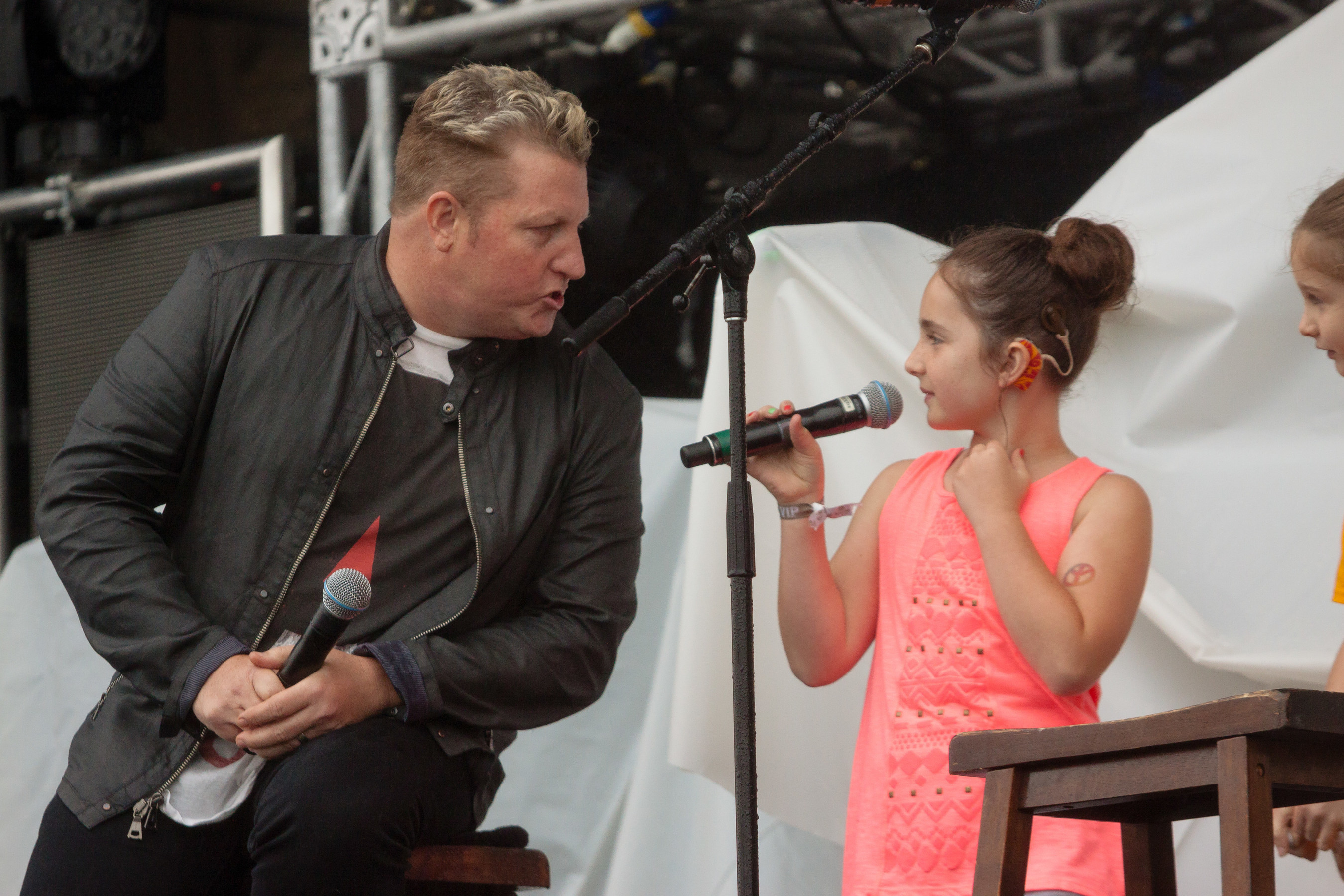 Rascal Flatts' Gary LeVox & 7 yo Niece with Cochlear Implants Perform at Tree Town Music Festival