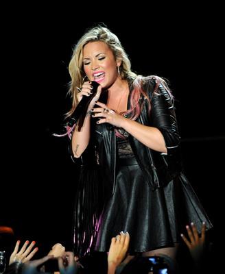 Demi Lovato showing rocker-chic color.  (PRNewsFoto/L'Oreal Professionnel)