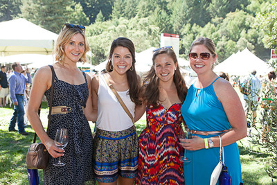 SWCW guests enjoying outdoor tasting.  (PRNewsFoto/Sonoma Wine Country Weekend)