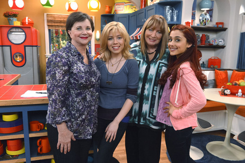 Laverne & Shirley's Penny Marshall and Cindy Williams to Reunite on Sam & Cat, Saturday, Nov. 9, at 8p.m. (PRNewsFoto/Nickelodeon) (PRNewsFoto/NICKELODEON)