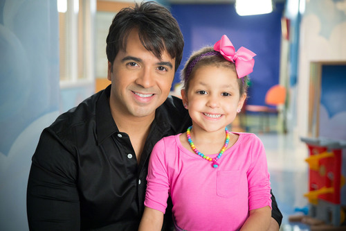 St. Jude Thanks and Giving celebrity supporter Luis Fonsi smiles for the camera alongside St. Jude patient Izarah.  (PRNewsFoto/St. Jude Children's Research Hospital)