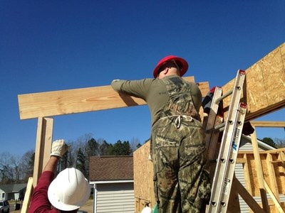 Wounded veterans help build homes in Charleston, South Carolina