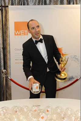 Award-winning actor Tony Hale wins twice in one night. Clutching the coveted Emmy for supporting actor in a comedy series, Hale is seen here drawing his winning bubble from the limited-edition Couture bathtub to win a luxurious M Collection Towel Holder by WETSTYLE at the Backstage Creations Giving Suite(tm) during the 65th Emmy(r) Awards.  (PRNewsFoto/WETSTYLE, Adrian Sidney/Invision)