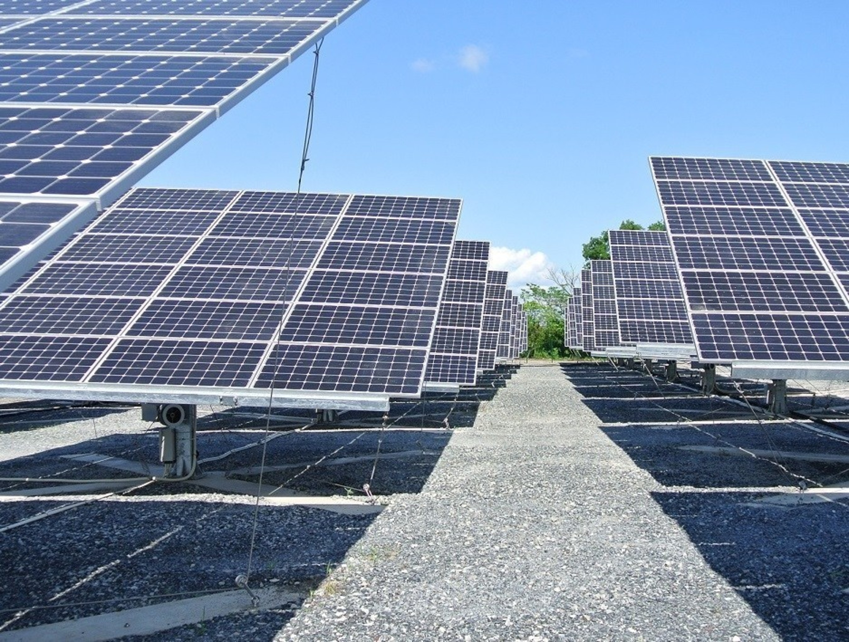 A Flexible Dual-axis Solar Tracking System is able to Survive in Extreme Conditions