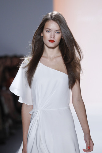 A model in the Jenny Packham fashion show displays a hairstyle created with Solano tools. (PRNewsFoto/Solano, ...