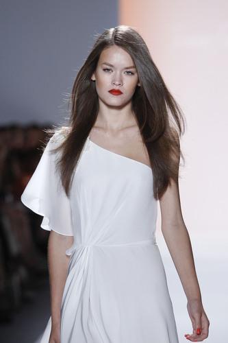 Solano Serves Up Hot Hairstyles at Jenny Packham Fashion Show