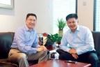 Board director & president of Wanda Cinema Line, Zeng Maojun, Left: CEO of Mtime.com, Hou Kaiwen