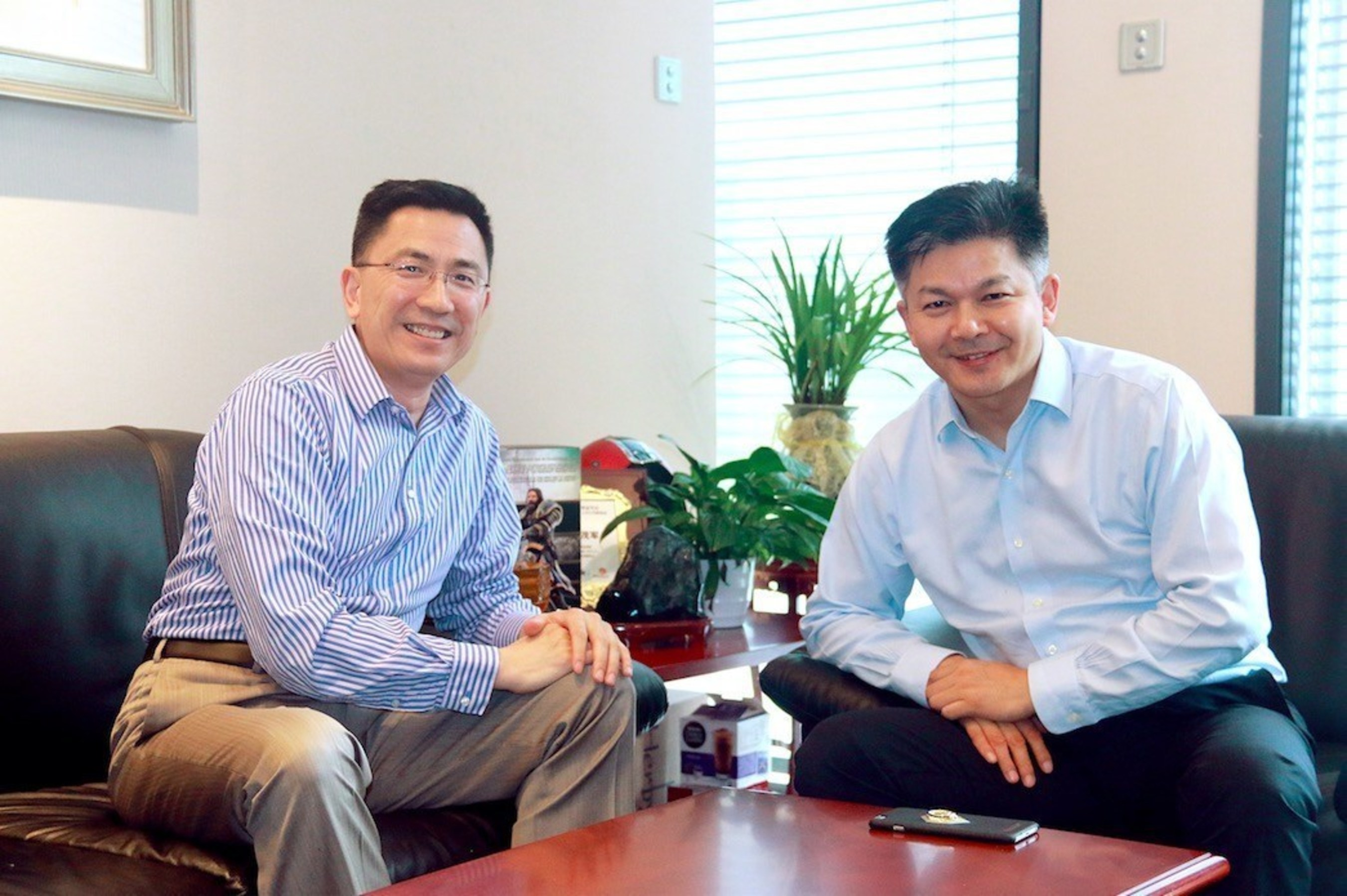 Board director & president of Wanda Cinema Line, Zeng Maojun, Left: CEO of Mtime.com, Hou Kaiwen