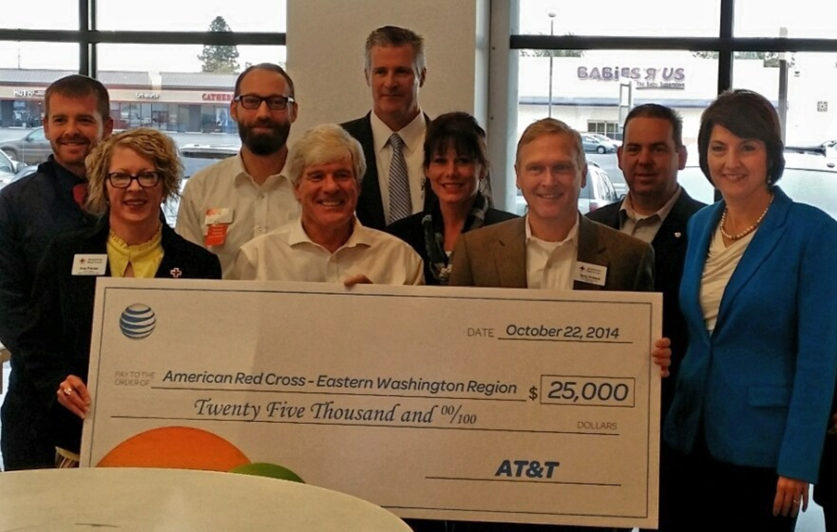 Congresswoman Cathy McMorris Rodgers (right) Joins AT&T personnel and American Red Cross representatives for innovative, new store opening in Spokane with $25,000 donation to American Red Cross Inland Northwest Region.