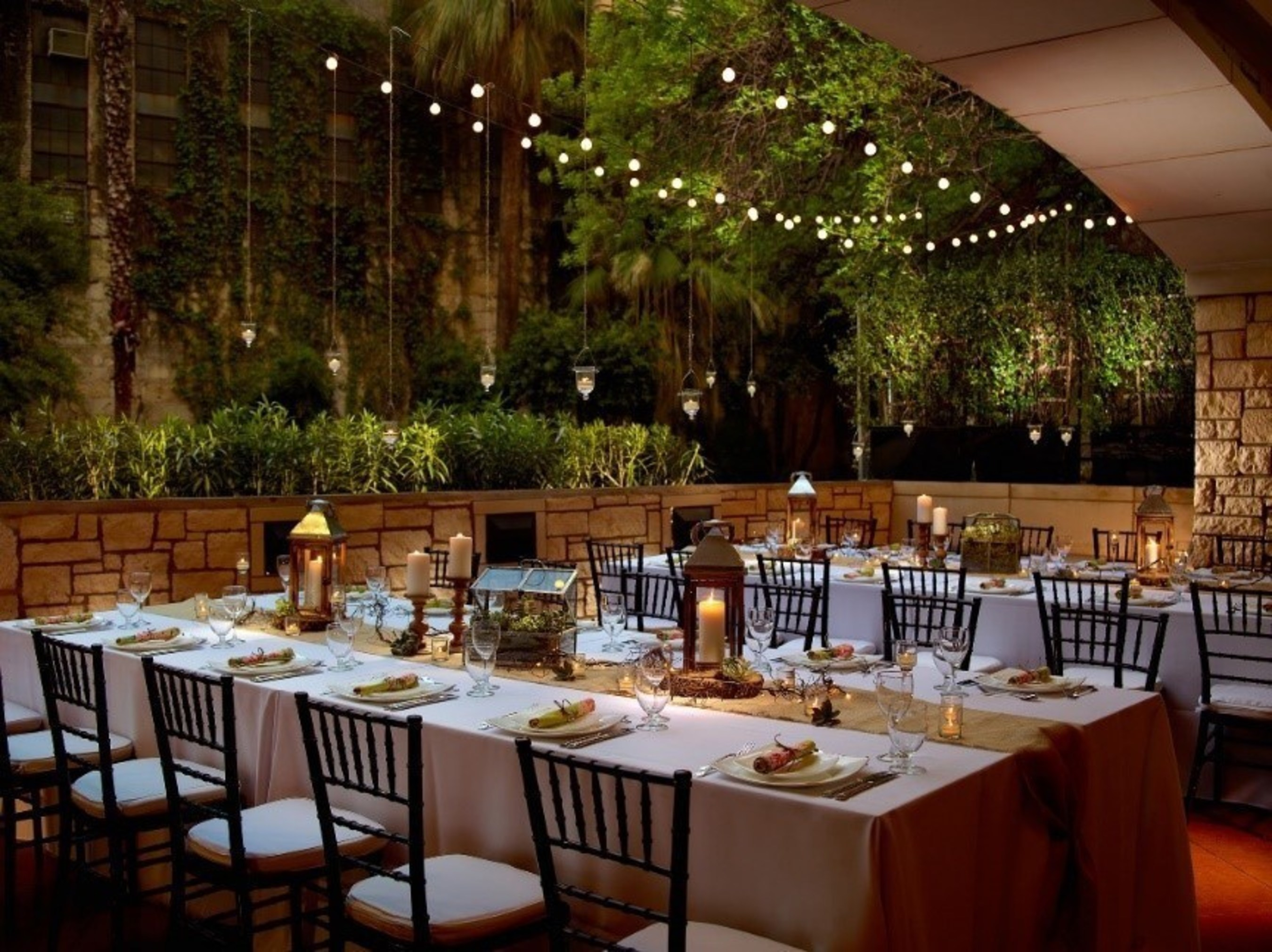 S Booking Their Wedding Ceremony And Or Reception At Courtyard San Antonio Riverwalk Have A