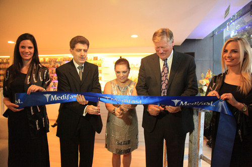 Pictured cutting the ribbon (L-R) are: Carlos Lopez Patan, Medix Chief Executive Officer; Rebeca Madrid Hernandez, Medix Director of Commercial Business; Michael MacDonald, Medifast Chairman and CEO.  (PRNewsFoto/Medifast, Inc.)