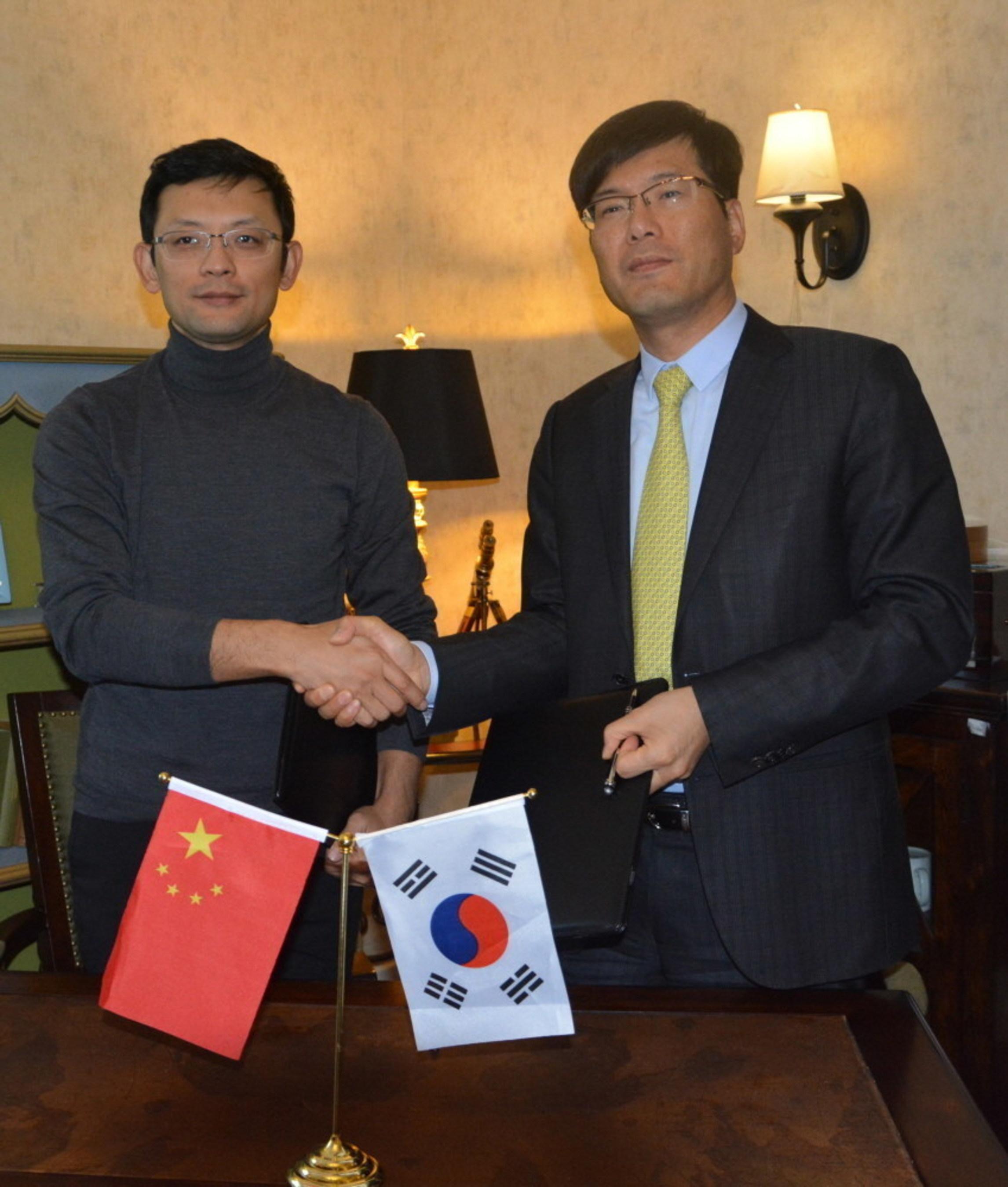 Ge Ke, Kingsoft CEO, left, and Lucas Ji, Systran International President, right
