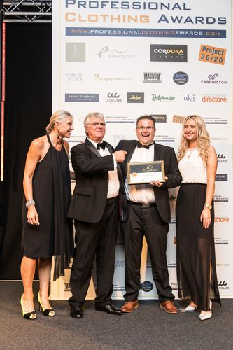 Badgemaster Managing Director John Bancroft MBE and Scott Warren, Manufacturing Manager receive the best manufacturer award from Olympic star and TV presenter Sharron Davies (PRNewsFoto/Badgemaster)