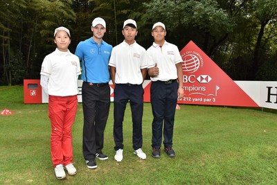 HSBC Junior golfers took a picture with Martin Kaymer