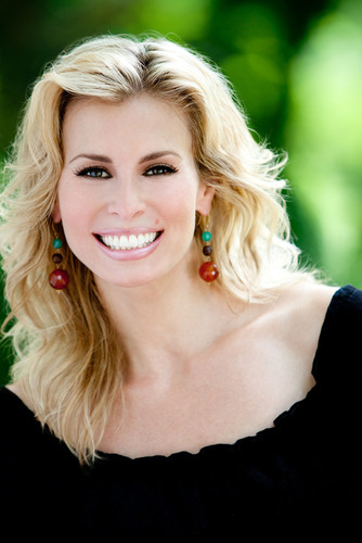 "Supermodel Niki Taylor Hosts the Reader's Digest ""We Hear You America"" 100 Cities/100 Days RV Tour Launching January 18.  (PRNewsFoto/Reader's Digest)"