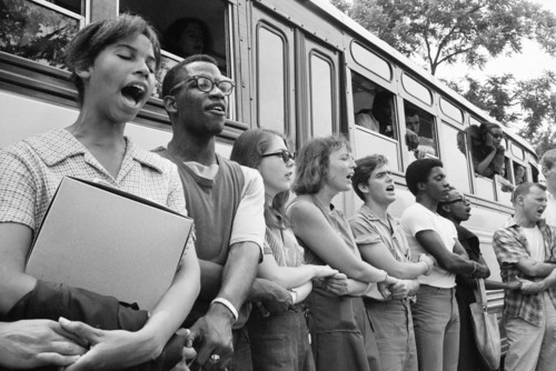 """Student civil rights activists join hands and sing as they prepare to leave Ohio to register black voters in Mississippi. The 1964 voter registration campaign was known as Freedom Summer. This image and others are now on display in a new exhibit called """"1964: Civil Rights at 50"""" at the Newseum in Washington, D.C. Credit: Ted Polumbaum/Newseum collection. (PRNewsFoto/Newseum) (PRNewsFoto/NEWSEUM)"""