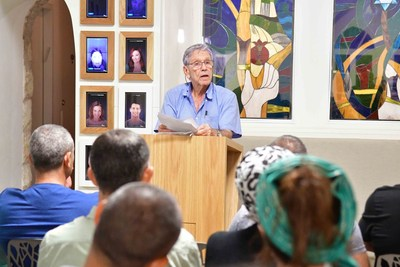 Best Selling Author Amos Oz visit Friends of Zion  Museum in Jerusalem