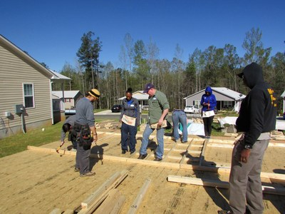 WWP Alumni volunteer with Habitat for Humanity.