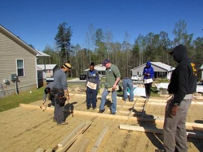 WWP Alumni volunteer with Habitat for Humanity.