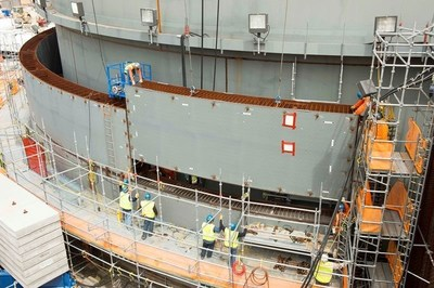 Workers safely place new shield building panel for Unit 3, bringing the total number of panels installed to date to 20.