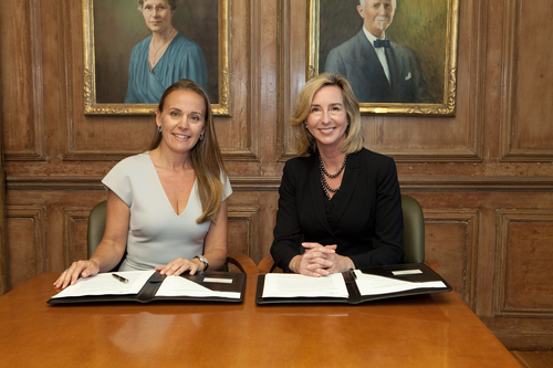 Bertarelli Foundation Co-Chair Dona Bertarelli and Babson President Kerry Healey at signing establishing Bertarelli Foundation Distinguished Professor of Family Entrepreneurship at Babson College (PRNewsFoto/Babson College)