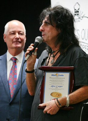 Alice Cooper is inducted into the White Castle Cravers Hall of Fame at the home office in Columbus, Ohio. Bill Ingram, CEO of White Castle, looks on as Cooper thanks a room full of White Castle team members for this honor. Picture courtesy of -- Laura Sifferlin Photography (PRNewsFoto/White Castle)