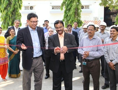 Mr. Jason Wang and Dr. Deepak Parikh inaugurating the Clariant Mining Lab at the Roha Site in Maharashtra, India. (PRNewsFoto/Clariant)