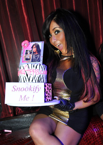 Jersey Shore Star Nicole 'Snooki' Polizzi Starts New Craze at LAX With the Release of Her First